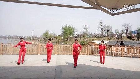 南良水广场舞《北京的金山上》沂南广场
