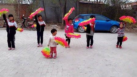 郑店镇张心白冬梅亚虎娱乐,亚虎娱乐app,亚虎777娱乐老虎机《儿童秧歌舞》