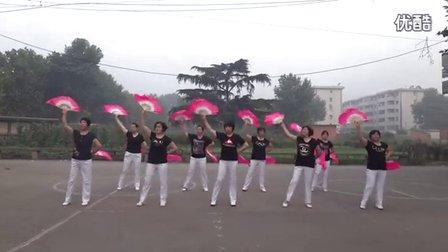 丑丑广场舞《中国歌最美》扇子舞