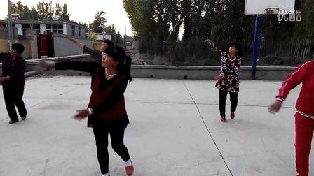 西古邱广场舞《泉水叮咚响》