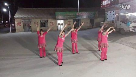 杨运镇六道河村广场舞《泉水叮咚响》