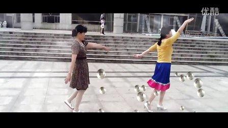 南康广场舞《北京的金山上》晨练