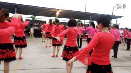 冉先辉转发三个村集中一起跳广场舞《哑巴新娘》