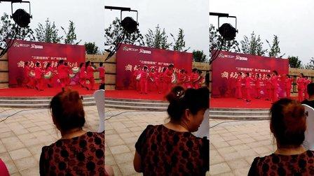 胡官大李广场舞 甜蜜爱情串烧中国歌最美