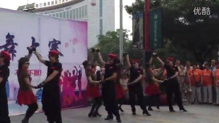 东方水兵舞钻石广场演出《醉月亮》