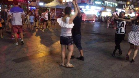 佛山阿明广场舞《天下最美》双人舞