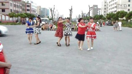 海工大道快乐跳广场舞《最美天下》