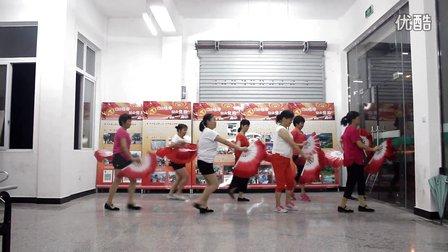 毛垟广场舞《中国歌最美》扇子舞