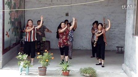 韩屯镇李灿然村广场舞视频《火火的爱》
