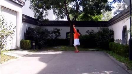 英舞飞扬广场舞《北京的金山上》编舞:王梅 演示:恋舞者