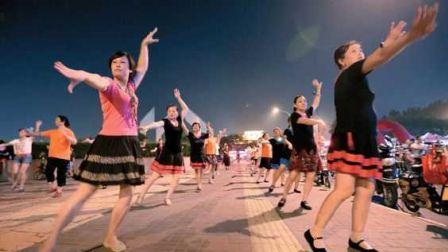 岳溪广场舞《荷塘月色》中老年广场舞 新拍的