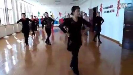 王淑梅广场舞《歌在飞》
