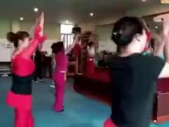 杨丽萍亚虎娱乐,亚虎娱乐app,亚虎777娱乐老虎机 健身操 健身现场版公开课