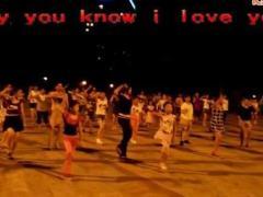 冰晶公主广场舞《星星的约会》晚上现场版