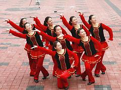 云裳广场舞《火火的情歌》含背面动作分解教学 变队形版 梅子编舞