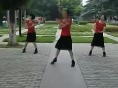 紫紫雨广场舞《泉水叮咚响》健身舞