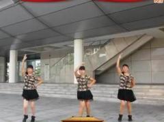 可爱妈妈学跳广场舞《小苹果》