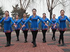 云裳广场舞 《欢乐的歌儿唱起来》 含背面动作分解教学