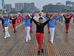 青儿广场舞 《草原中国心》 大型集体舞含教学