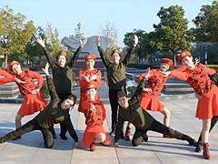 动动广场舞《兄妹情深》12人变队形含队形分解